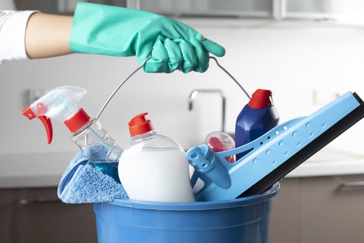 Direitos do empregado que dorme na casa do patrão (limpeza)